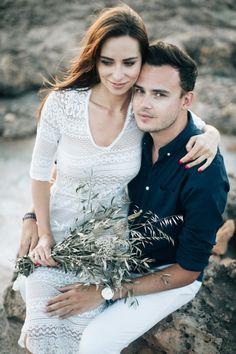 Sesja ślubna na Majorce! Zakochani wśród blacku słońca na plaży. Pięknie! Vertigo, Wedding Photography, Concept, Photoshoot, Couples, Wedding Dresses, Fashion, Bride Dresses, Moda