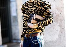 La Fashion Week prêt-à-porter printemps-été 2017 de Paris bat son plein, découvrez les meilleurs looks pris sur le vif à la sortie des défilés. Photos par Sandra Semburg.