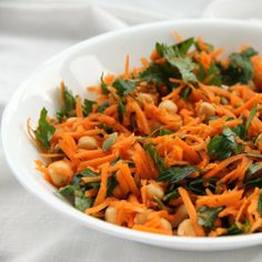A fresh, zesty salad with carrots, parsley and chickpeas, perfect for spring!