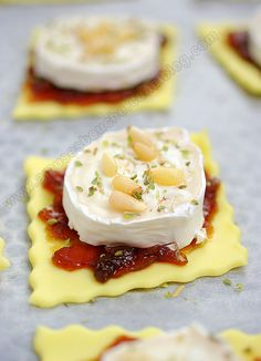 Tartlets with onion confit and goat cheese – 30 easy-to-make appetizer recipes – 30 easy recipes for a successful aperitif! Easy To Make Appetizers, Appetizer Recipes, Fingers Food, Cooking Time, Cooking Recipes, Food Platters, Food Porn, Food And Drink, Yummy Food