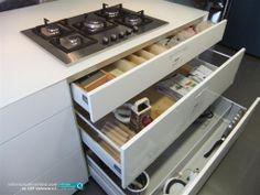 Detalle de cajones de gran capacidad en la reforma integral de vivienda realizada por nuestra empresa en Valencia. Quieres conocer más sobre nuestras cocinas de diseño? Visita nuestra web: http://www.cefvalencia.es/galeria/fotos-cocinas-gama-alta.html  CEF Valencia #reformas de #calidad