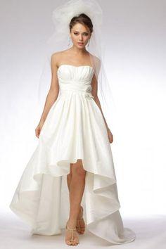 A-Linie Spitze vorne kurz hinten lang schlichtes trägerloses Brautkleid