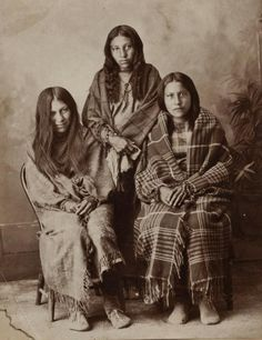 Three unidentified women of the Hunkpapa Souix Nation, c.1885