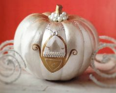 use sparkly pipe cleaners for the wheels on cinderella pumpkin carriage pumpkin painting Halloween Pumpkins, Fall Halloween, Halloween Crafts, Happy Halloween, Halloween Party, Halloween Decorations, Pumpkin Decorating Contest, Pumpkin Contest, Pumpkin Art