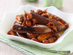 Resep Terong Sambal Cumi Asin ini terkenal karena bisa menambah selera makan. Perpaduan terong dan cumi asin super nikmat dimakan dengan sepiring nasi putih hangat.