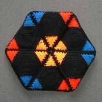 Distinctive knitted geometry