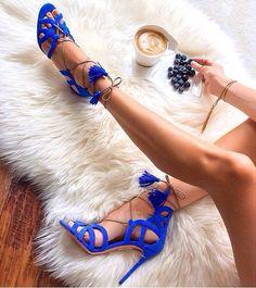 Aliexpress.com'da Western Style Boutique üzerinden Yüksek Kalitetede Kadın sandaletleri,Sıcak satış seksi kadın püsküllü sandalet süet deri ayakkabı bağcıklarını kadın mavi çapraz  bağlı kesik kolye sandalet yüksek topuklu hakkında daha fazla Kadın sandaletleri bilgi elde edin.