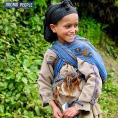 Oromo Girl Near Wanchi Lake #oromopeople #oromia #wolliso Oromo People, African, History, Clothing, Bags, Fashion, Outfits, Handbags, Moda