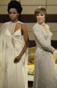 HOUR - 1972 - Diahann Carroll, guest star, with Julie Andrews. Get premium, high resolution news photos at Getty Images Vintage Black Glamour, Vintage Glam, Vintage Beauty, Fashion Vintage, Vintage Dolls, Black Actresses, Black Actors, 50s Actresses, Beautiful Black Women