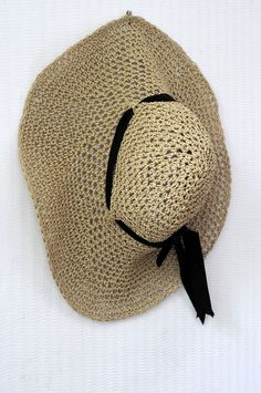 This is the first thing I'm making once I've learnt how to crochet.  Adjustable Crochet Summer Straw Sun Hat