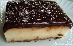 Çikolata Soslu Muhallebi Turkish Recipes, Ethnic Recipes, Turkish Sweets, Turkish Kitchen, Sweet Recipes, Sweet Treats, Cheesecake, Food And Drink, Cooking Recipes