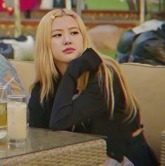 Yg Entertainment, South Korean Girls, Korean Girl Groups, Rose Queen, Blackpink Memes, Rose Icon, Rose Park, Blackpink Photos, Blackpink Fashion