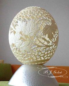 ostrich egg carved  in Poland jajko strusia, strusia pisanka - BJGoleń Poniatowa