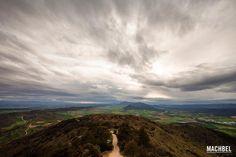 La tormenta se acerca al castillo de Monjardín Ruta de los Castillos y Fortalezas de Navarra España