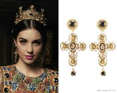 Reign fashion. Mary's earrings