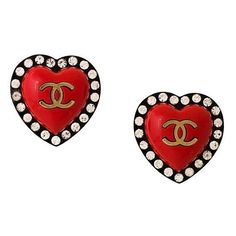 Chanel Vintage CC heart clip on earrings (3.720 BRL) ❤ liked on Polyvore featuring jewelry, earrings, accessories, chanel, red, plastic earrings, heart earrings, clip earrings, heart shaped earrings and red earrings