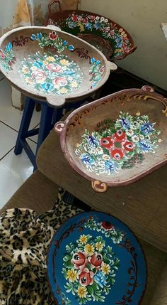 One Stroke Painting, Tole Painting, Painting On Wood, Crafts To Make, Arts And Crafts, Norwegian Rosemaling, Green Watercolor, Hand Painted Furniture, Pictures To Paint