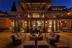 Lake Tahoe getaway features contemporary barn aesthetic - - Swaback Partners along with Studio V Interior Design created this rustic modern getway located in Martis Camp, Lake Tahoe, California. Modern House Design, Modern Interior Design, Interior Architecture, Contemporary Barn, Lake Tahoe, Building A Porch, House With Porch, Rustic Farmhouse, Rustic Cafe