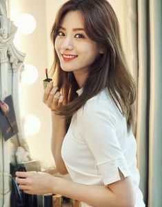 Nana of After School and the and last member of the sub group Orange Caramel. Looking to do mischief with her lip stick brush. Most Beautiful Faces, Beautiful Asian Women, Cute Korean Girl, Asian Girl, Korean Beauty, Asian Beauty, Nana Afterschool, Im Jin Ah Nana, Medium Hair Styles