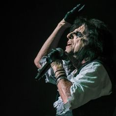 Alice Cooper Queen Elizabeth Theatre Vancouver BC October 19 By Alan Ranta Published Oct 20 2016  Photo: Sharon Steele SHARE ON FACEBOOK SHARE ON TWITTER SHARE ON REDDIT 9 Growing up in the '80s there were three big Als in my life: Alan Alda from MASH 'Weird' Al Yankovic and Alice Cooper. I never had the chance to meet Alda but my first two concert experiences in the early '90s were both 'Weird' Al so I had plenty of opportunity to tell him that I'm not worthy. Yet in all these years since…