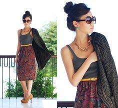 long skirt + high waisted bring belt + tank + large necklace + nude heels + big sunglasses + hair in bun = casual cute