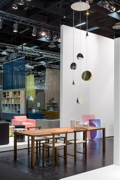 Pendant light NORTH in stainless steel and brass at imm cologne 2017 #walnut #lighting #furnituredesign / www.e15.com
