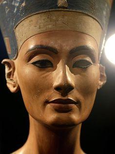 Busto di Nefertiti (ansa)