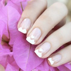 Romantic Valentine's Day nails by @nailscope