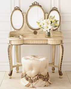 Eye For Design: Decorating With Vanity Tables. In front of a big window in the powder room for natural lighting. Antique Vanity, Vintage Vanity, French Vanity, French Dresser, Gold Dresser, Dressing Table Vanity, Vanity Tables, Dressing Tables, Vanity Stool