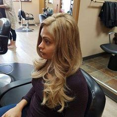 Beautiful round brush blow dry, creates a smooth blow dry with bounce and movement