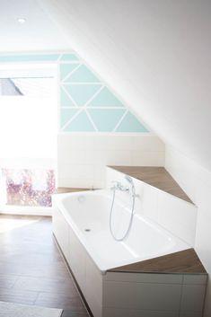Planung Badezimmer im Neubau Eckbadewanne gefliest mit Dachschräge - Badewanne über Eck