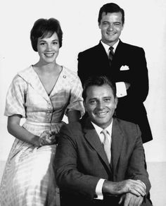 Julie Andrews, Robert Goulet and Richard Burton in a 1960 publicity photo for the play, Camelot Julie Andrews, Hollywood Star, Classic Hollywood, Robert Goulet, Burton And Taylor, Christopher Plummer, Eliza Doolittle, Old Movie Stars, My Fair Lady