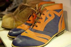 The charms of colored leather. Air Jordans, Vintage Fashion, Sneakers Nike, Footwear, Socks, Guys, Leather, Charms, Editorial