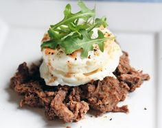 Slow Cooked Steak and Eggs. A great way to use leftover steak - paired with spicy poached eggs and rocket. Sugar Detox Recipes, 21 Day Sugar Detox, Best Paleo Recipes, Primal Recipes, Fodmap Recipes, Beef Recipes, Real Food Recipes, Paleo Ideas, Steak