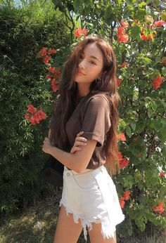 Charming Spring Work Outfits To Wear To The Office - - 51 Charming Spring Work Outfits To Wear To The Office Style Ulzzang, Ulzzang Korean Girl, Ulzzang Fashion, Uzzlang Girl, Photography Poses Women, Fashion Photography, Photography Ideas, Korean Photography, Teenage Girl Photography