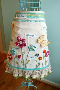 Who would want to get this apron all messed up?  This is too pretty to cook in...