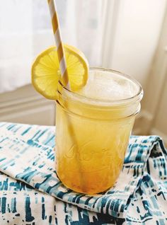 Whiskey lemonade with honey.