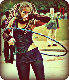 Lisa Lottie she was one of the women that got me started in hooping! Raves, Boho Gypsy, Hippie Boho, Hula Hoop Games, Hula Hoop Workout, Flow Arts, Boho Life, Tiny Dancer, Hula Hooping
