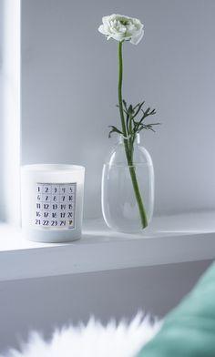 Minimalist decor and H&M Home christmas candle via Coffee Table Diary