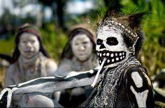 Fotos del festival de Mount Hagen llamado Sing-sing, donde diferentes tribus de Papúa Nueva Guinea se reúnen para mostrar su cultura tradicional.