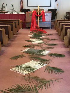 Palm Sunday Alter #2 Church Altar Decorations, Church Christmas Decorations, Church Crafts, Church Lobby, Church Events, Church Flower Arrangements, Church Flowers, Church Stage Design, Church Banners