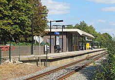 Station #Doetinchem De #Huet is een spoorwegstation in het Gelderse Doetinchem aan de spoorlijn #Winterswijk - #Zevenaar. Deze voorstadshalte werd geopend op 2 juni 1985 en verving het station Doetinchem West.