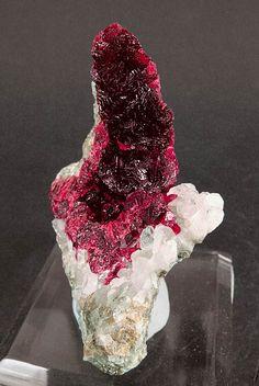 Roselite-beta with Calcite :: Arhbar Mine, Bou Azzer area, Tazenakht, Ouarzazate, Morocco