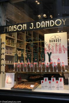 Maison Dandoy - adorable bakery and the best waffles in Brussels!  | chezcateylou.com