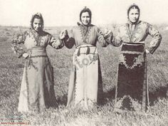Greek girls from Sivrihisar (90 km east of Eskişehir) in traditional festive costumes.  Clothing style: ca. 1920.