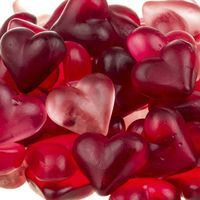 A great little treat for holidays or kids' parties. Homemade Gummies Recipe from Grandmothers Kitchen. Love the different shades Jello Candy Recipe, Candy Recipes, Holiday Recipes, Snack Recipes, Cooking Recipes, Gelatin Recipes, Homemade Gummies, Homemade Candies, Homemade Recipe