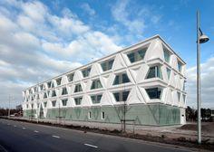 Laboratorium voor Infectieziekten (LVI) te Groningen, Nederland. Composiet gevel met aluminium kozijnen. Composiet elementen 7200 x 3600 mm. Geproduceerd door Rocx; samenwerking tussen Rollecate en Polux.