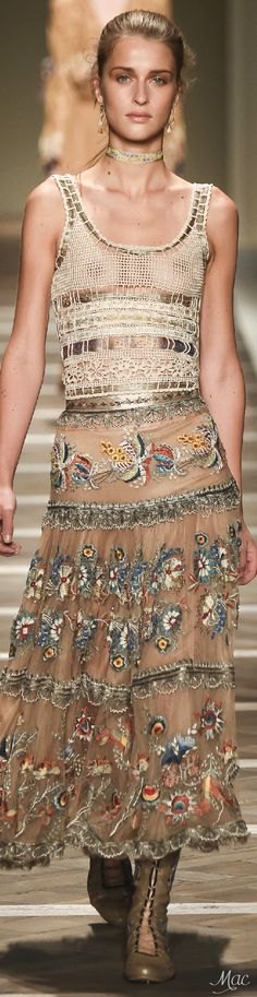 Etro Spring 2016 Ready-to-Wear Fashion Show Fashion Moda, I Love Fashion, Runway Fashion, Fashion Art, Boho Fashion, Spring Fashion, High Fashion, Fashion Show, Fashion Design