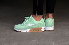 Nike WMNS Air Max 90 Fresh Mint/Barely Green-Gum Light Brown - 325213