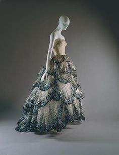 Vintage Dior (1949). The skirt reminds me a little of Marion Cotillard's Oscars dress. Beautiful.
